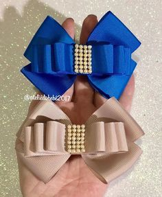 This Pin was discovered by Sus Hair Ribbons, Diy Hair Bows, Making Hair Bows, Diy Bow, Diy Ribbon, Ribbon Hair, Ribbon Crafts, Ribbon Bows, Diy Accessoires