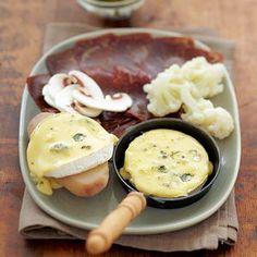 En plein hiver, quoi de plus convivial que de se réunir autour de bons petits plats montagnards ? A vous les fondue, tartiflette, aligot et autres recettes fromagères !