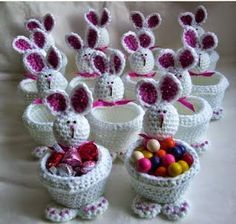 🐰 Zobacz, jakie 17 pomysłów jest teraz na czasie . Bunny Crafts, Easter Crafts, Holiday Crafts, Yarn Crafts, Diy And Crafts, Easter Crochet Patterns, Crochet Rabbit, Crochet Diy, Holiday Crochet