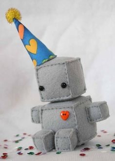 adorable felt robot! and it looks so simple!