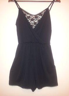 Įsigyk mano drabužį #Vinted http://www.vinted.lt/moteriski-drabuziai/kombinezonai/18818036-hm-dailus-kombinezonas-su-gipiuru
