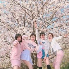 Image about girls in K-Girl 💖 by 뷰티. on We Heart It Couple Ulzzang, Ulzzang Korean Girl, Cute Korean Girl, Ulzzang Girl Fashion, Teen Fashion Outfits, Women's Fashion, Korean Aesthetic, Aesthetic Girl, Girl Group Pictures