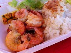 オアフ島ノースショア「マッキーズ」のガーリックシュリンプ。 こちらの独特のソースは他にはないクセになるおいしさ。このソースで食べるご飯もまたおいしい♪王道のガーリック味もさることながら、レモンペッパー味もイケますよ◎ http://www.hawaiist.net/