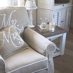 Bookcase Makeover, Furniture Makeover, Beach Furniture, Home Furniture, Rivera Maison, Love Chair, Home Living Room, Decor Interior Design, Interior Inspiration