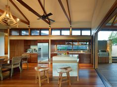 Image 35 of 35 from gallery of Hinterland House / Shaun Lockyer Architects. Photograph by Shaun Lockyer Architects Poll Barn House, Cabana, Brisbane Architects, Louvre Windows, Interior Architecture, Interior Design, Rural House, Modern Tiny House, Shed Homes