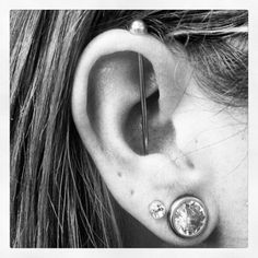 Vertical Industrial by me ! – Piercings, You can collect images you discovered organize them, add your own ideas to your collections and share with other people. Jewelry Tattoo, Ear Jewelry, Body Jewelry, Jewlery, Piercing Tattoo, Body Piercing, Industrial Bar Piercing, Cool Ear Piercings, Ear Tunnels