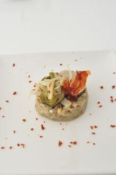 Tartar de berenjena con verduras confitadas y peineta
