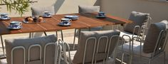 Bamboo è una seduta caratterizzata da una linea in acciaio verniciato con cuscino in morbido Tecnorev impreziosito dallo schienale imbottito, calzato attraverso uno sfizioso passante di tenuta. Bamboo, Conference Room, Table, Outdoor, Furniture, Design, Home Decor, Outdoors, Decoration Home
