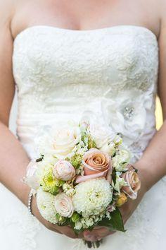 .... Wedding Flower Decorations, Wedding Flowers, Wedding Dresses, My Flower, Diy Wedding, Fashion, Floral, Bridal Dresses, Moda