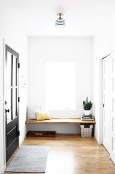 functional + stylish entryway bench