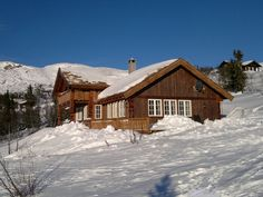 Cabin in the Vassfaret mountain area - Flå. This cabin is located 940 metres above sea level in the group of cabins called Damtjernhallin.   8 persons.