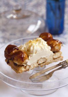La Tarta Saint Honoré es una delicia francesa digna de pastelería, ahora te enseñamos como hacerla paso a paso, no es tan complicado hacerla y el resultado
