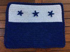 Mantel individual de estilo marinero realizado en crochet. Es todo un clásico que no debe faltar en nuestras mesas durante la estación veraniega.