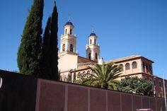 Monasterio de San Pascual; al fondo, campanarios de la Basílica