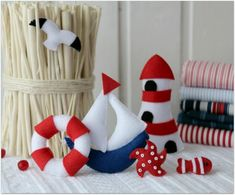 Moldes para hacer muñecos marineros con fieltro Ideas de Manualidades Sea Crafts, Diy Arts And Crafts, Crafts To Do, Handmade Crafts, Baby Decor, Kids Decor, Felt Fish, Felt Animal Patterns, Felt Gifts