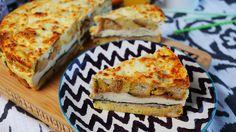 Itt jön az olaszok rakott kenyérfelfújtja, ami tökéletes ráérős reggeli az ünnepekre. Sok sonka és rengeteg besamel kerül bele, így csak is valami nagyon finom lehet.    Strata  Hozzávalók (26 cm-es tortaformához):    25 dkg kockára vágott sajt  30 dkg kockára vágott és lepirított kenyérkocka  8…