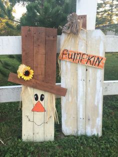 Pallet scarecrow and pumpkins! My hubby and I have been making Fall Crafts! - Diy Crafts for The Home Thanksgiving Crafts, Holiday Crafts, Thanksgiving Decorations, Holiday Decor, Fall Halloween, Halloween Crafts, Happy Halloween, Decor Crafts, Diy Crafts