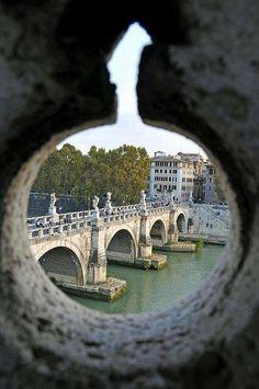 Veduta del Tevere e del ponte di Sant'Angelo dall'omonimo castello