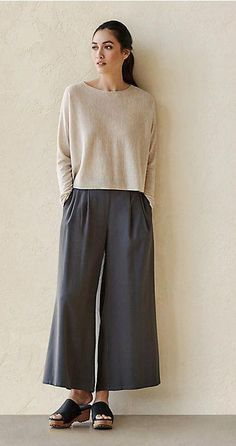 42 Casual Winter Jackets For Women To Keep You Cozy And Fashionable - Cool Outfits, Casual Outfits, Pantalon Large, Winter Jackets Women, Casual Elegance, Eileen Fisher, Minimalist Fashion, Capsule Wardrobe, Mantel