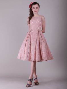 LOVE this bridesmaid dress! Lace Vintage Bridesmaid Dress with Flouncy Skirt