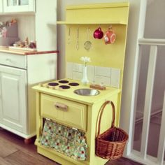 from the seeds: A play kitchen for our boy - DIY side table play kitchen Toddler Kitchen, Diy Play Kitchen, Mud Kitchen, Play Kitchens, Kitchen Ideas, Childrens Kitchens, Kitchen Planner, Kids Room Furniture, How To Make Toys