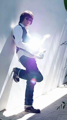 ジェフ・ベック 2014年ブラジル公演のジミ・ヘンドリックス・メドレー映像が話題に