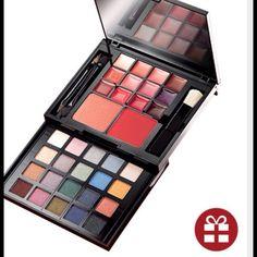 Makeup Palette Portable make up palette NEW. Never used NWOT (PB2) Avon Makeup