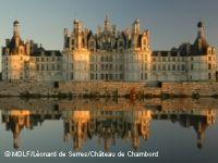 Chambord nació de un sueño de Francisco I, rey de Francia, que trajo de sus batallas de Italia muchos artistas, como Leonardo da Vinci. Al rey le gustaba retirarse aquí para dedicarse al placer de la caza, reservada entonces a la nobleza...