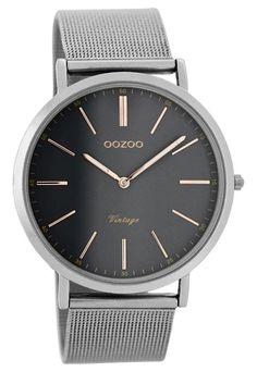 OOZOO Horloge Vintage silver mesh 40 mm C7393. Modieus en trendy model uit de OOZOO collectie. Het horloge met zilverkleurige, erg platte kast, grijze wijzerplaat met rosékleurige index en wijzers is een musthave voor jouw outfit. Het horloge heeft een zilverkleurige, stalen mesh horlogeband welke sluit door middel van een klepsluiting.