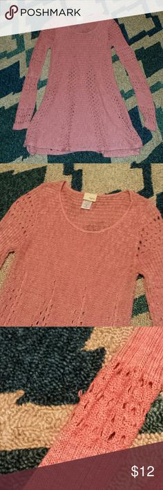 Daytrip Peachy/coral sweater Super cute sweater. Daytrip brand from the buckle. Doesn't fit me like I wanted it to. Smoke free home. Size small. I ship fast and bundle. No stains but has a very small loose thread see pic..but no holes. Daytrip Tops Blouses