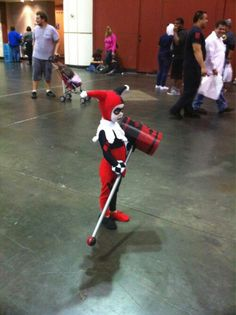Character: Harley Quinn (Dr. Harleen Quinzel) / From: DC Comics 'Harley Quinn' & DCAU's 'Batman: The Animated Series' / Cosplayer: Unknown / Event: Megacon (2017)