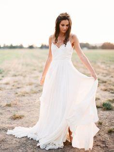 Romantic Outdoor Bridal Portraits | Photos by Sarah Carpenter