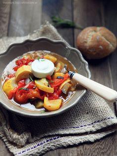White Plate: Warzywa w roli głównej Ratatouille, White Plates, Ramen, Lunch, Dinner, Ethnic Recipes, Food, Dining, White Dinner Plates