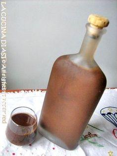 Il gusto della liquirizia mi piace molto e ho preparato oggi la Crema di liquirizia buonissima ...un delizioso digestivo! Ricetta liquori La cucina di ASI Tea Cocktails, Summer Cocktails, Yummy Drinks, Healthy Drinks, Spirit Drink, Homemade Liquor, Wine And Liquor, Limoncello, Food Art