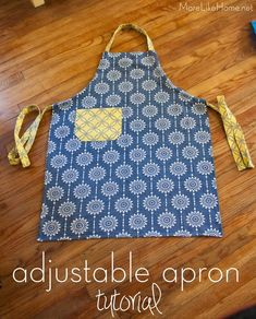 Tutorial for the easiest adjustable apron! No tying knots or struggling with rings, just pull the ties to adjust the size of the neck strap. This is a great hostess gift, wedding gift, or housewarming gift! Childrens Apron Pattern, Easy Apron Pattern, Child Apron Pattern, Apron Tutorial, Childrens Aprons, Apron Patterns, Dress Patterns, Sewing Projects For Beginners, Sewing Tutorials