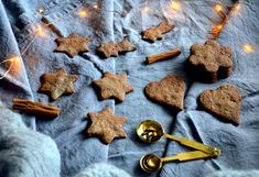 Gluteenittomat ja vegaaniset piparit - Gluten free and vegan gingerbread cookies / Sweets by Sini Vegan Gingerbread Cookies, Low Fodmap, Cinnamon Sticks, Clean Eating, Spices, Gluten Free, Sweets, Meat, Desserts