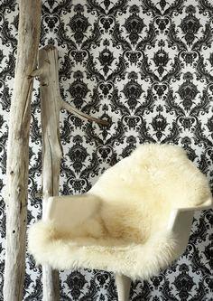 Tempaper Damsel Temporary Wallpaper in Black / White