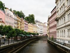 https://flic.kr/p/6DuKnZ | Karlovy Vary | River Teplá and beautiful colored houses Carlsbad, Czech Republic