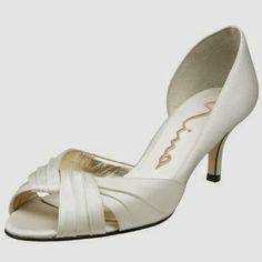 Wedding Shoes http://funweddingshoes.blogspot.com/2011/12/wedding-shoes.html
