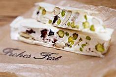 Das Rezept für Weißer Nougat mit Pistazien und getrockneten Kirschen und weitere kostenlose Rezepte auf LECKER.de