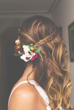 mid-length hair wedding hairstyle for a country wedding Bride Hairstyles, Trendy Hairstyles, Hairdo Wedding, Mid Length Hair, How To Make Hair, Hair Dos, Gorgeous Hair, Hair Lengths, Her Hair