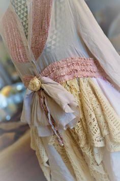 Robe chemise bohème romantique, rose, blanche et beige, hippie et shabby chic. de la boutique PinkWaterShop sur Etsy
