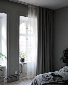 Curtain Inspiration, Room Interior, Interior Design, Bedroom Corner, House Rooms, Bedroom Decor, House Styles, Instagram, Curtains Living