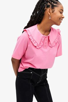 Stay on-trend this season with our roundup of wide collar shirts and tops that every fashion girl has been spotted in lately. Collar Top, Lace Collar, Collar Blouse, Collar Shirts, Dress Over Jeans, Big Fashion, Fashion Tips, Hot Pink Tops, Collor