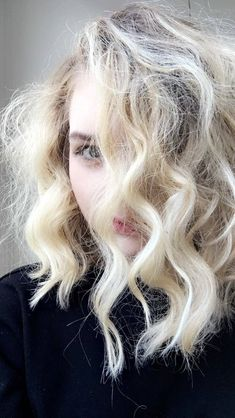 18 Lazy Hair Products That'll Actually Make A Big Difference Brunette Color, Brunette Hair, Digital Perm, Lazy Hairstyles, Semi Permanent Hair Color, Beautiful Old Woman, Hair Game, Wand Curls, Bleached Hair