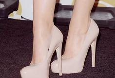Que menina não ama sapatos? Eu sou louca por eles, então aqui está minha wishlist com toodos que um dia eu ainda vou comprar HAHA #1- Desconhecido: Me desculpem meninas, mas eu não sei …