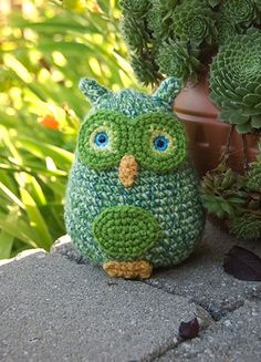 Amigurumi Baby Owls - $3.00 by Karla Fitch of The Itsy Bitsy Spider Crochet  Owls Part 1 - Animal Crochet Pattern Round Up - Rebeckah's Treasures   <3