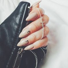 24 Variety of Almond Nail Designs for a Sophisticated Look ❤️ Lovely Nail Art for Almond Nails picture 2 ❤️ Almond nail designs will not only make your nails look longer, but also add a whiff of elegance to your total look. Check out these nail design variants. https://naildesignsjournal.com/almond-nail-designs/ #naildesignsjournal #nails #NailShapes