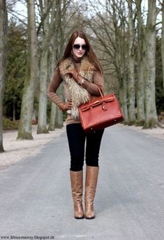 Perfect street outfit ideas to inspire you in winter. Main street fashion trends winter street outfit Ideas for women. Fall Winter Outfits, Autumn Winter Fashion, Winter Vest, Winter Clothes, Fur Vest Outfits, Stylish Street Style, Look Con Short, Fashion Outfits, Womens Fashion