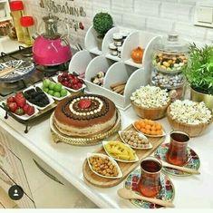 Breakfast Bread Recipes, Breakfast Buffet, Appetizer Salads, Appetizers, Food Platters, Brunch Party, Food Decoration, Aesthetic Food, Light Recipes